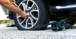 Дори джентълмените сменят гуми